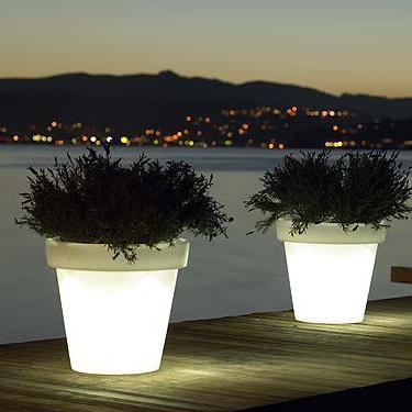 I vasi illuminati per un'illuminazione giardino davvero originale