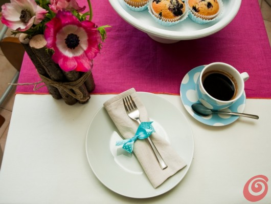La tavola decorata per la festa della mamma