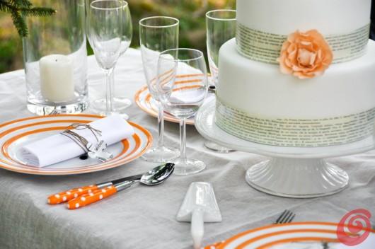 Il matrimonio in arancio, le posate arancioni con i pois bianchi