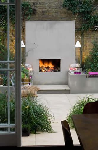 Il caminetto da giardino, per arredare, illuminare e riscaldare le serate in giardino più fresche