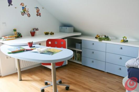 La scrivania della cameretta è costituita da una parte fissa e da una mobile