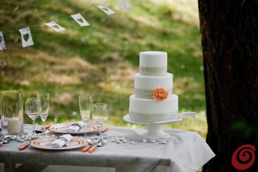 La tavola decorata per il matrimonio in arancio