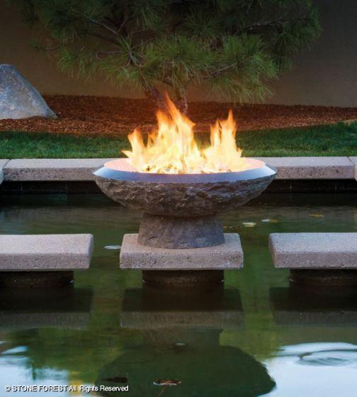 Il focolare – braciere Helios per illuminare il giardino nella notte di S. Giovanni