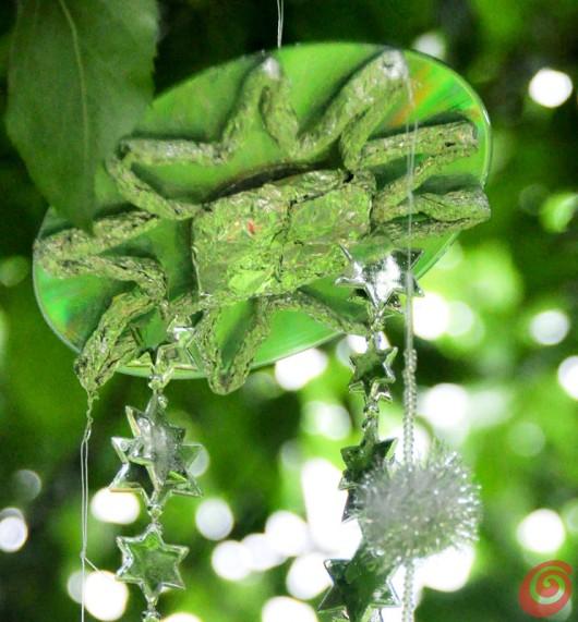 Il sostegno per i fili dello scacciaspiriti, decorazione fai da te per l'estate