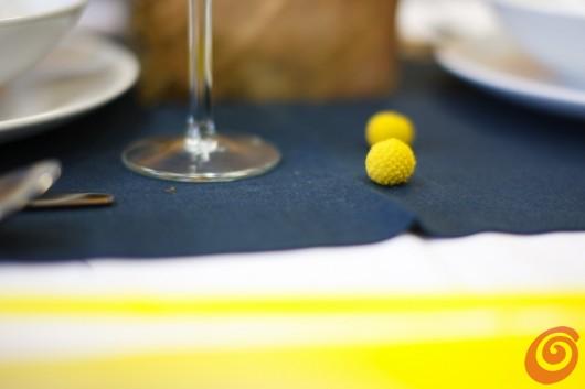 Il blu e il giallo, questa settimana vi proponiamo una decorazione fai da te per la tavola dell'estate in crisi.