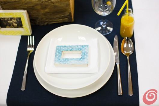 Il blu e il giallo, un abbinamento inconsueto per la decorazione fai da te della tavola apparecchiata estiva