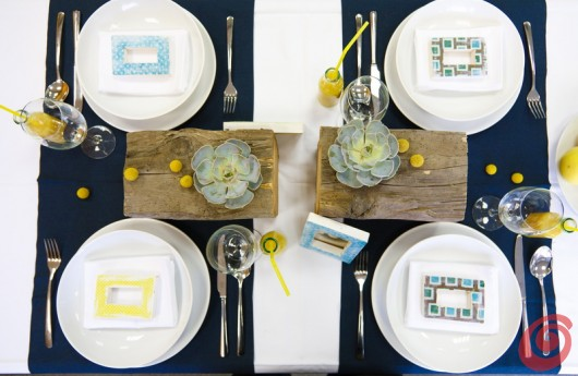 La decorazione per la tavola apparecchiata per quattro.