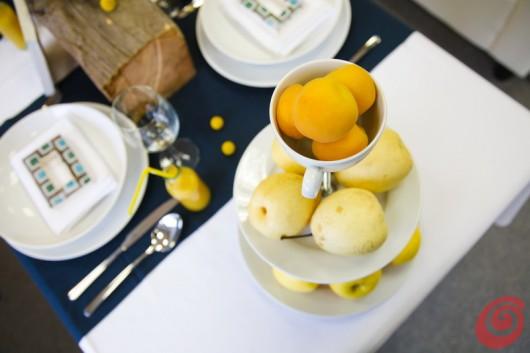 L'alzata portafrutta fai da te per la frutta gialla.