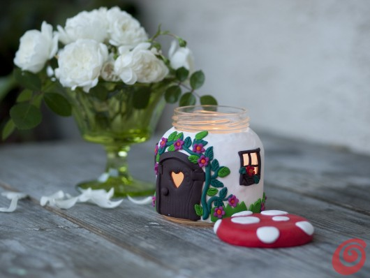 La casetta-fungo candela fai da te, un'idea regalo