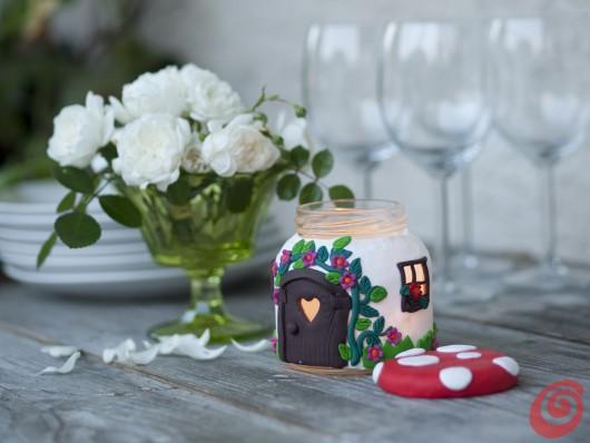 L'allegra casetta fungo candela per una tavola estiva romantica