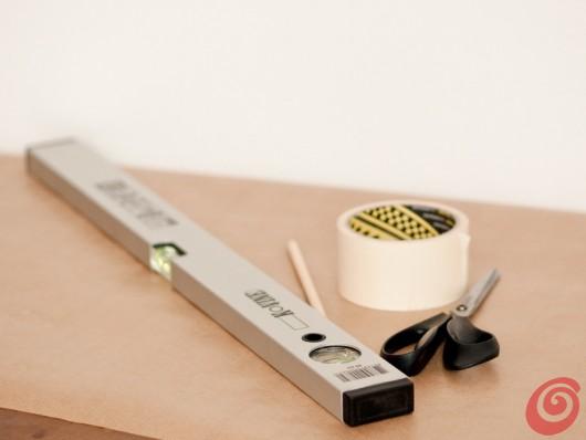 Il necessario per preparare la sagoma per la lavagna magnetica nel nostro angolo studio