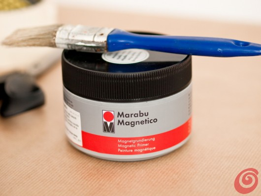 La vernice per realizzare la lavagna magnetica nel nostro angolo studio