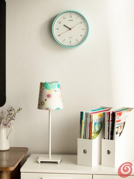 Il paralume e l'orologio per lo studio in casa