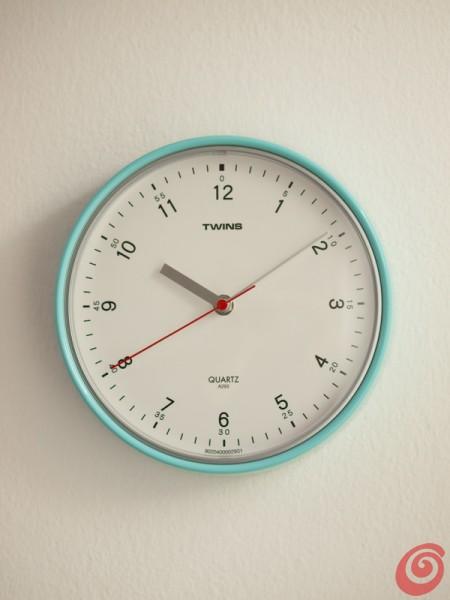 Idde per arredare l'angolo studio in casa, l'orologio