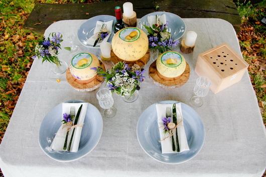 La tavola aparecchiata per un buffet autunnale