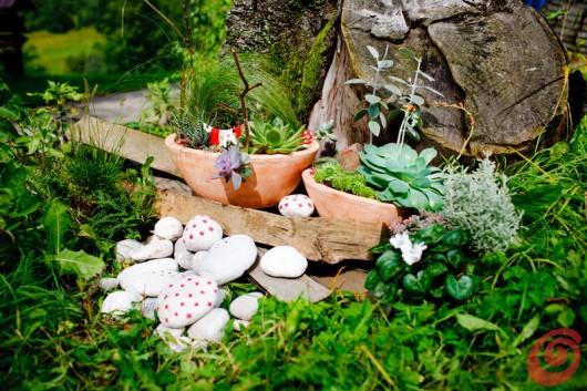La decorazione fai da te per il terrazzo e il giardino, il paese degli gnomi per i bambini