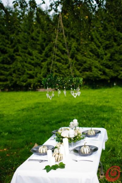 Decorare e apparecchiare la tavola autunnale con le zucche bianche