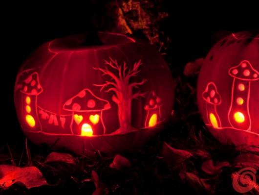 decorare e intagliare le zucche: creare un paese incantato invece della notte delle streghe