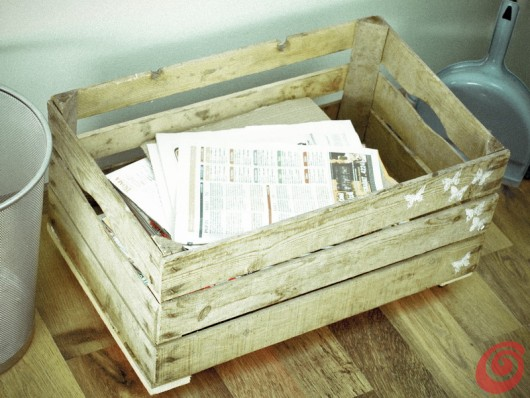 La cassetta in legno vintage di recupero: contenitore per la raccolta differenziata