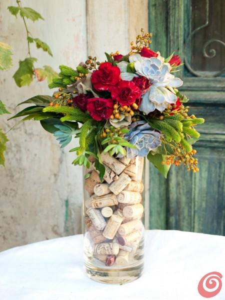 Ideja za šopek s sočnicami - eševerijami, jesenskimi plodovi, nageljni in vrtnicami