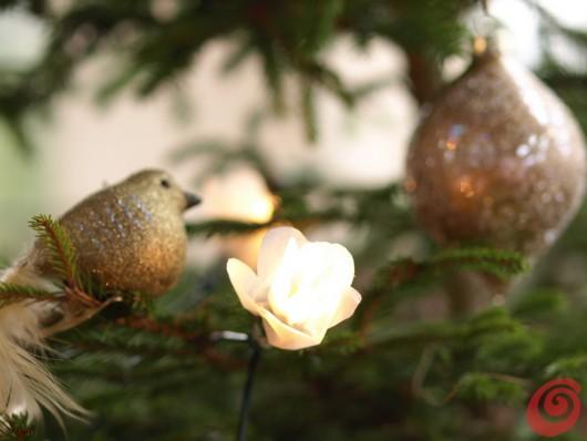 addobbi per l'albero, abbellire le luci di natale con il fai da te