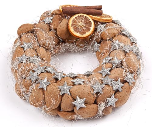 ghirlande natalizie o per l'Avvento con i materiali naturali e di recupero