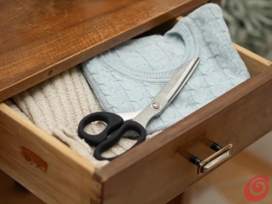 fai da te riciclare materiali - realizzare cuscini e paralame con maglioni di recupero