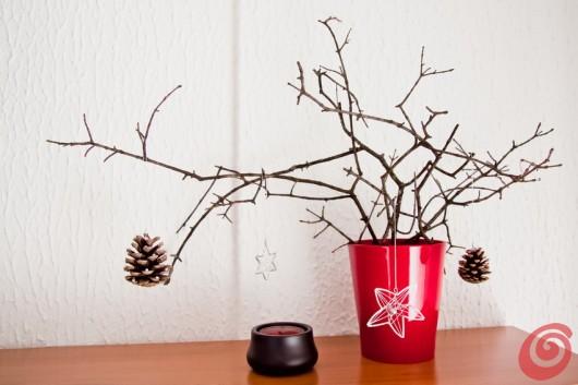 Addobbi natalizi con le pigne e il filo di ferro casa e - Rami secchi decorativi dove comprarli ...