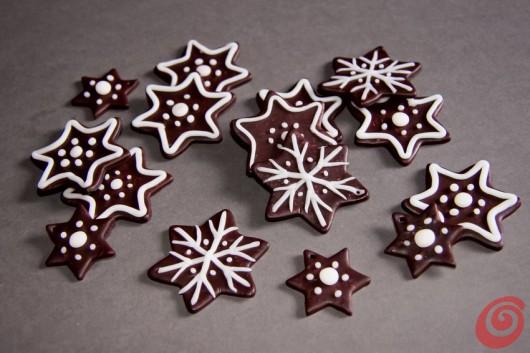 gli addobbi di Natale in pasta fimo a forma di biscotto, adatti per decorare l'albero e confezionare i regali