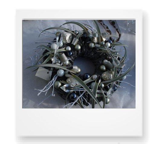 desideri per i regali di Natale, la ghirlanda natalizia contemporanea per decorare la tavola