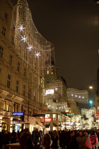 La Praga di Capodanno, una passeggiata nelle strade ornate a festa
