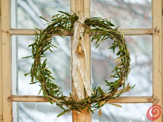 Addobbi natalizi con i rami d ulivo casa e trend - Rami decorativi natalizi ...