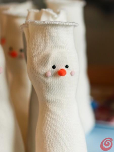 i birilli pupazzi di neve di stoffa - lavoretti per i bambini per i regali di natale