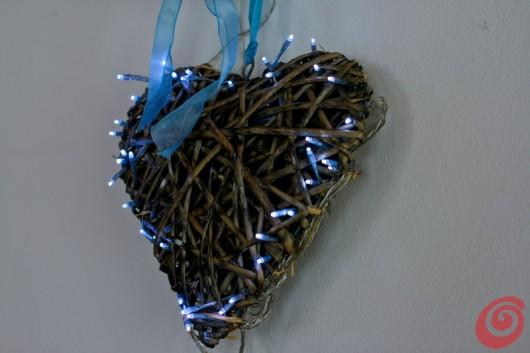decorazioni natalizie con le lucine per esterno, il cuore e le palle di natale
