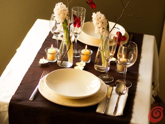 Le tavola romantica con le farfalle casa e trend - Tavola apparecchiata con runner ...