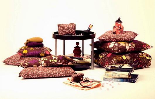 I colori primaverili come li vedono i produttori di tessili per la casa scandinavi: cuscini decorativi, tappeti, tende, tovaglie, rivestimenti. Come resistervi? bantie