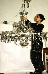 Avete del materiale di recupero in cucina e vi serve un lampadario nuovo? Oppure vorreste arredare il vostro ristorante o bar con dei pezzi unici? Forse Madeleine Boulesteix è la risposta giusta alle vostre esigenze.