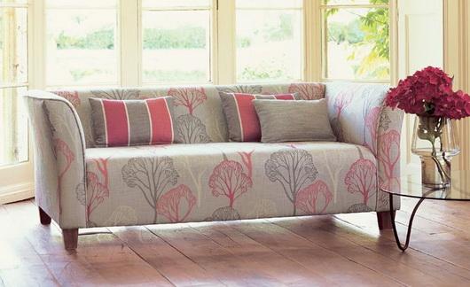 I colori primaverili come li vedono i produttori di tessili per la casa scandinavi: cuscini decorativi, tappeti, tende, tovaglie, rivestimenti. Come resistervi? Villanova