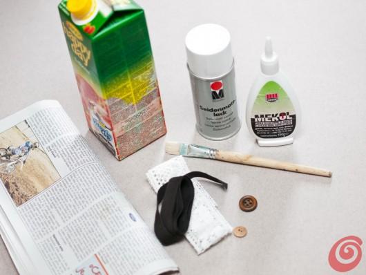 Realizzare un vaso utilizzando un tetrapak, della carta da giornale e un vecchio bottone. Lavoretti primaverili e riciclo, il vaso con i materiali di recupero