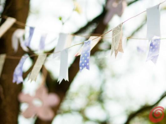 L'idea per la decorazione pasquale che punta su addobbi in lilla e festoni al vento!