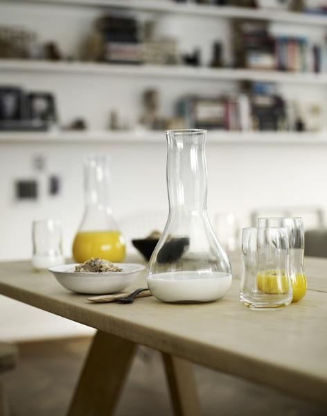 La sinuosità dei vasi in vetro e in ceramica di Holmegaard.