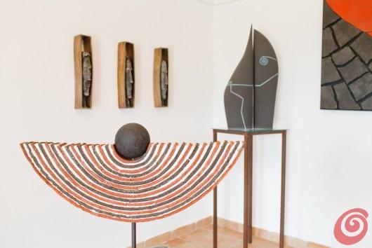 L'artista autodidatta Ivan Skubin sorprende con le sue opere dall'estetica matura e lineare. Il suo atelier e lo spazio per la mostra nel Collio.