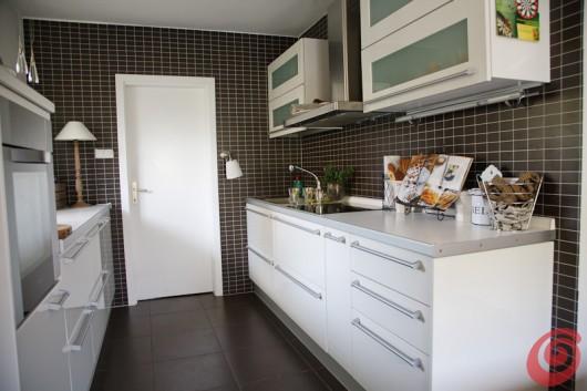 Arredare cucine piccole cucina mesonus per cliente di for Arredare cucine piccole dimensioni