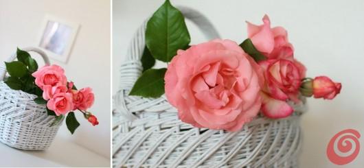 Una vecchia cesta trovata in soffitta si trasforma in un oggetto decorativo adatto per romantici addobbi shabby chic.