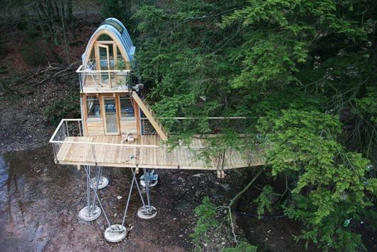 La Baumraum di Bremen in Germania progetta e produce delle magnifiche case sugli alberi.