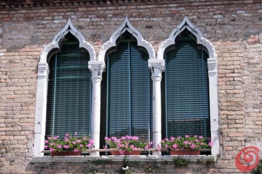 L'estate trasognata delle finestre veneziane
