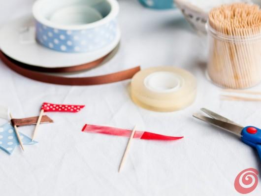 Le feste estive con le bandierine per decorare i cupcake