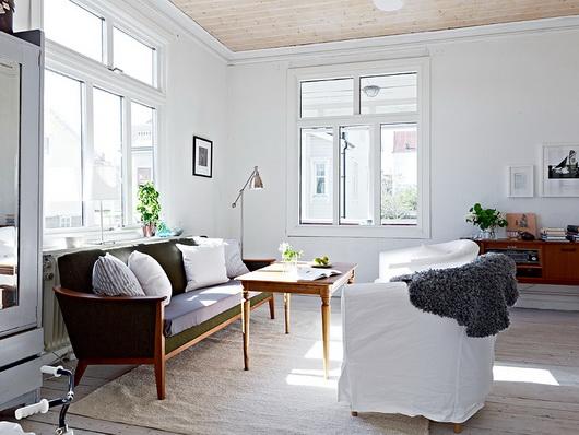 Una casa scandinava nei toni del bianco e dell 39 azzurro for Case arredate ikea