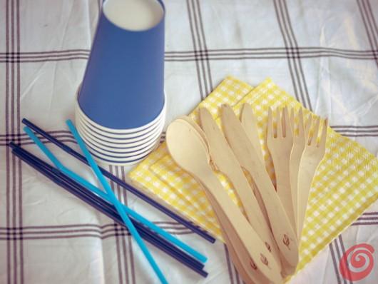 Un'idea veloce per decorare una festa in giardino, quando desideriamo preparare una tavola ben addobbata e abbiamo poco tempo per allestirla.