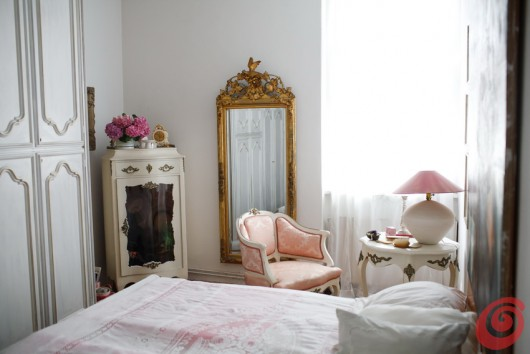 Una casa romantica con i coniglietti messi ad asciugare - Quadro sopra letto ...